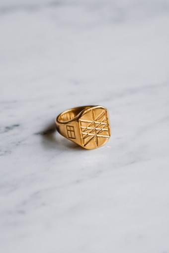 Web of Wyrd Signature Ring Guld ton.